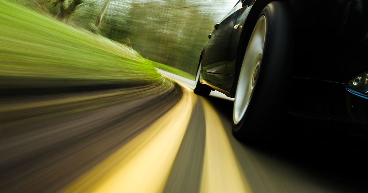 Восемь человек пострадали при столкновении грузовика и легкового автомобиля в Якутии